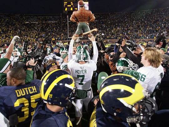 MSU QB Brian Hoyer holds up the Paul Bunyan Trophy after the win at Michigan in 2008.