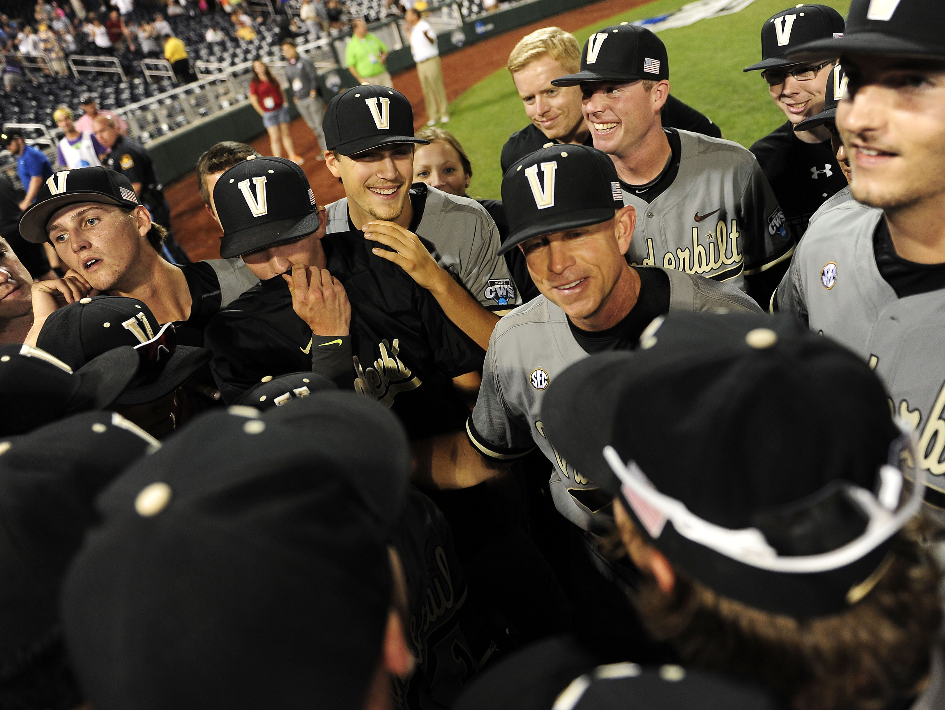 Vanderbilt coach Tim Corbin, center, and his team will travel to Washington, D.C., on Wednesday for a fall break trip.