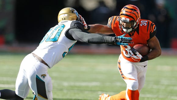 Bengals running back Cedric Peerman strong-arms Jaguars
