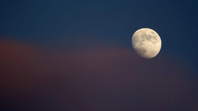 Full moons are symbolic of unity, manifestation and completion — both physically and metaphorically.