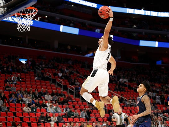 Purdue Boilermakers guard Carsen Edwards (3) goes to
