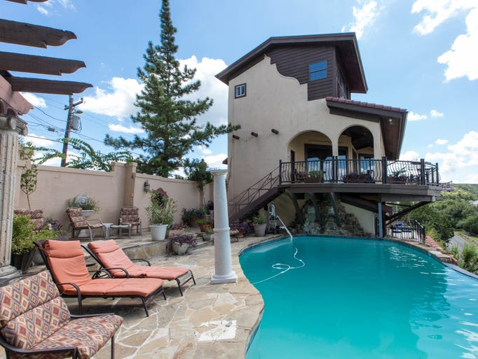 Stay in style boutique hotels in austin for Villas vista suites
