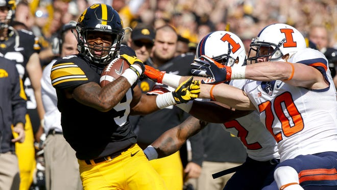 Iowa receiver Jerminic Smith catches a pass against Illinois on Saturday.