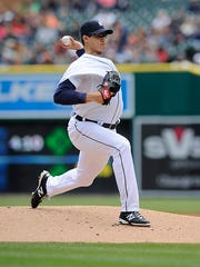 Kyle Lobstein pitches against the Yankees in the first inning Sunday.