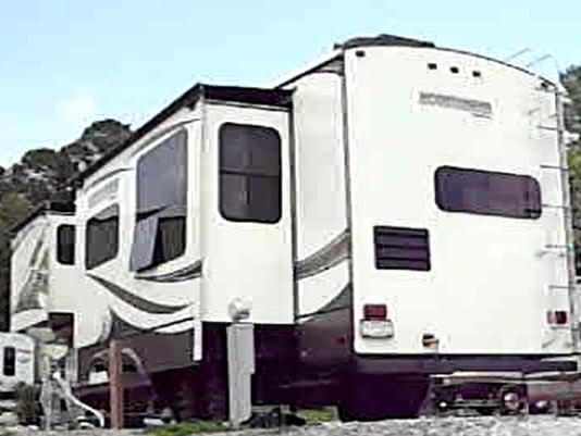 635888093621175810-camper.png