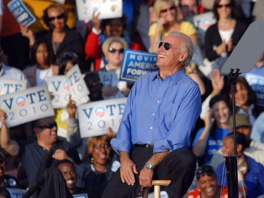 Obama And Biden Attend Pre-Election Rally With The Roots In Philadelphia