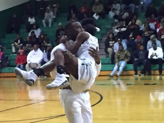 Bossier coach DeShawn Williams totes injured player