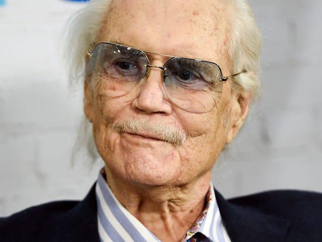 Roger Smith dies