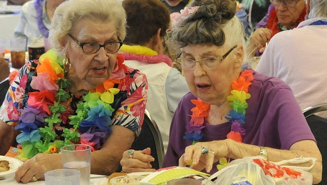 Wanda Weed (left) and Marilyn Rilling talk at lunch.