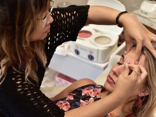 636359829464623740-Eyebrows-and-Makeup-02.jpg