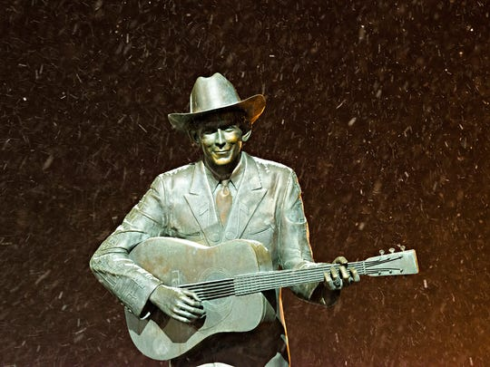 Snow begins to gather on the Hank Williams statue in