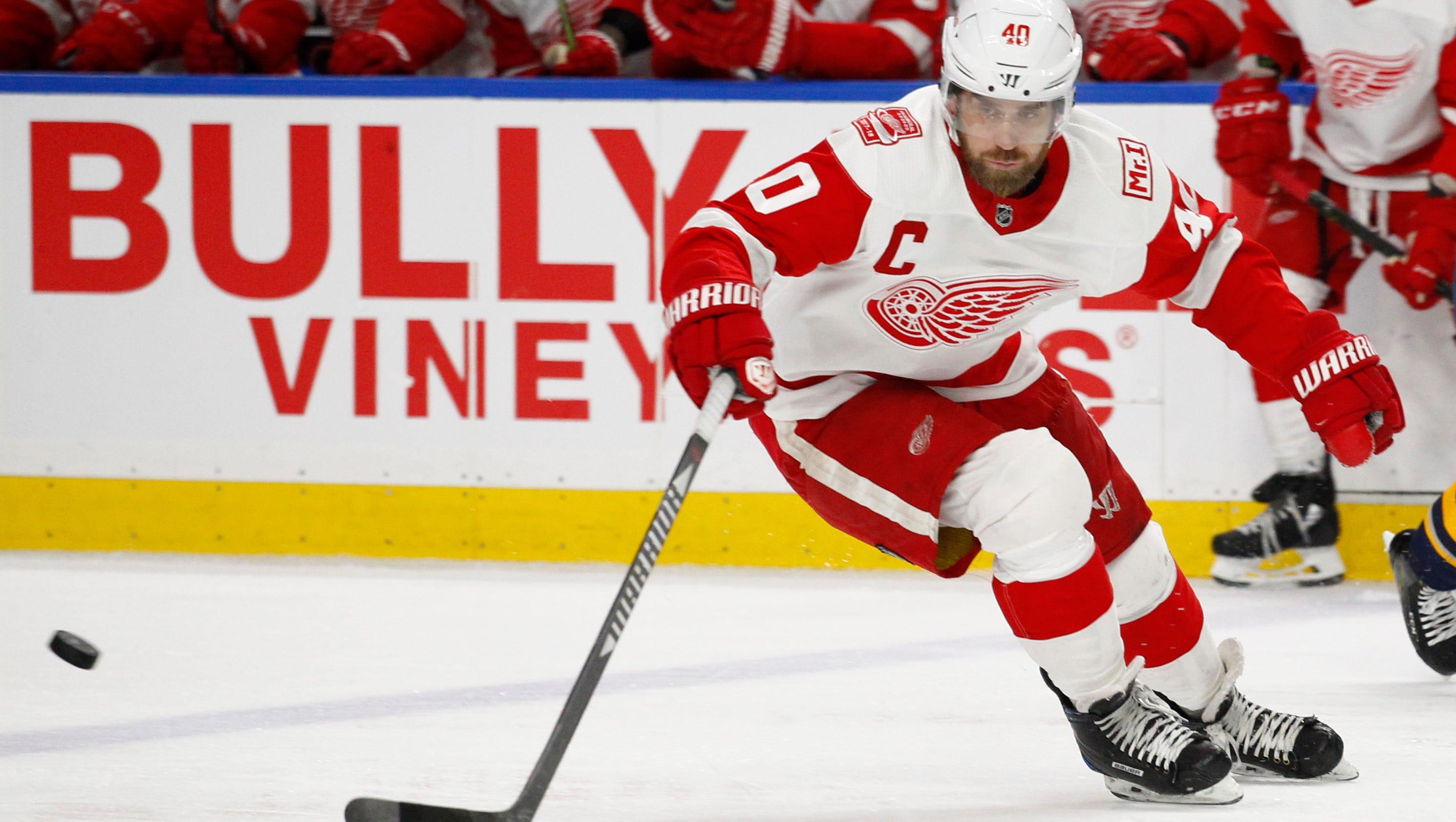 636579544181599215-ap-red-wings-sabres-hockey-n-7-