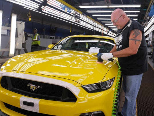 ford-workers.jpg