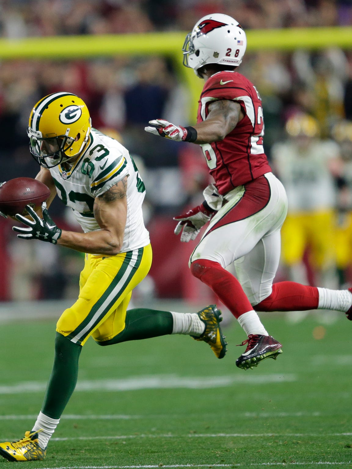 Green Bay Packers receiver Jeff Janis pulls down a reception on fourth and twenty late in the fourth quarter against Arizona Cardinals cornerback Justin Bethel.