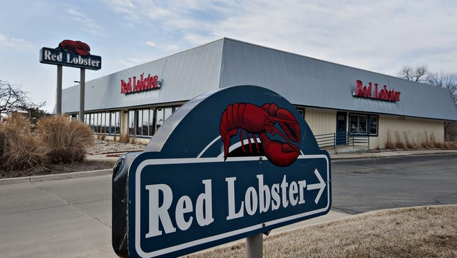 A Darden Restaurants Inc. Red Lobster location stands in Peoria, Illinois, U.S., on Tuesday, March 18, 2014.