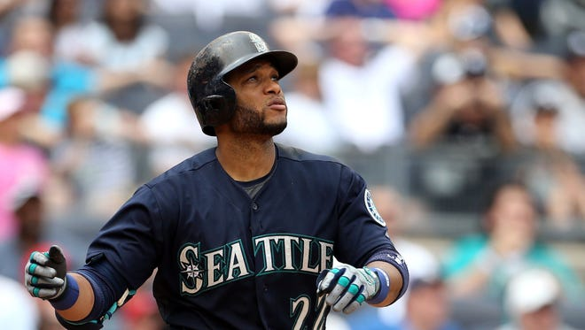 Jul 18, 2015; Bronx, NY, USA; Seattle Mariners second baseman Robinson Cano (22).