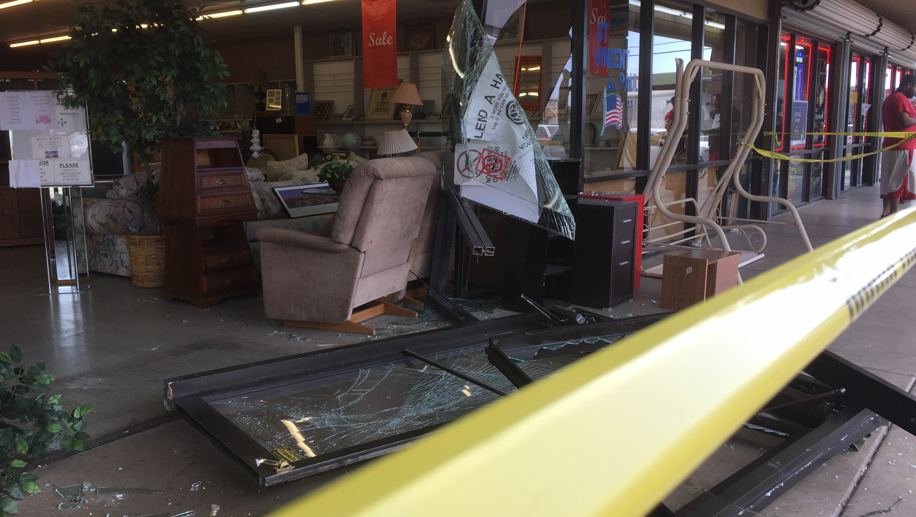 Woman drives van into phoenix thrift store for Today s interiors phoenix