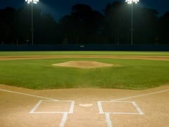 Kentucky photographer dies after collapsing at high school baseball game