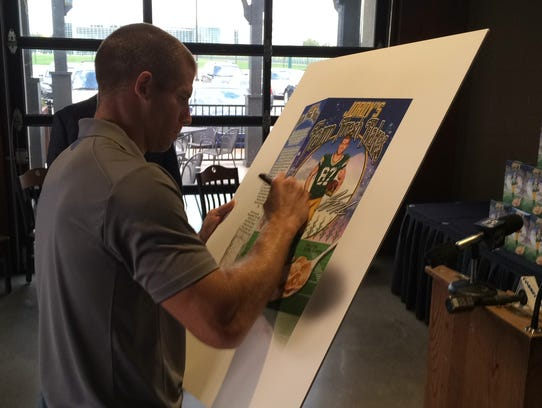 Green Bay Packers wide receiver Jordy Nelson signs
