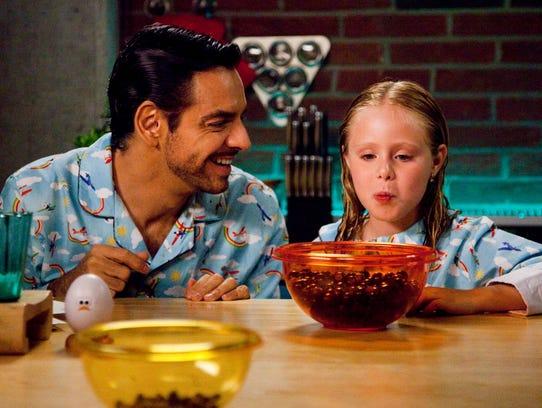 Valentin (Eugenio Derbez) and Maggie (Loreto Peralta)
