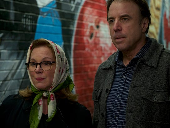 Elizabeth Perkins and Kevin Nealon  in a scene from