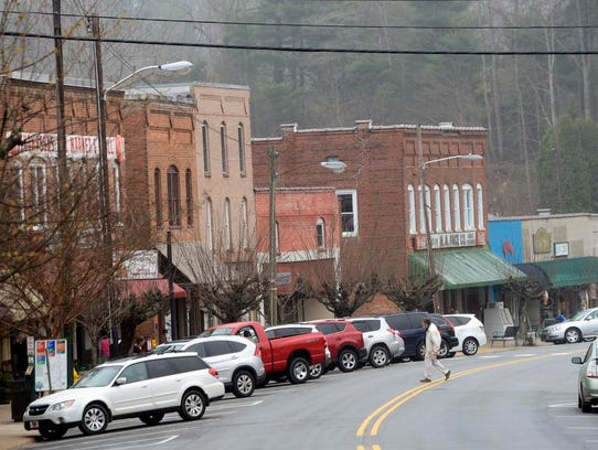 Light mist floats above downtown Saluda on Thursday.