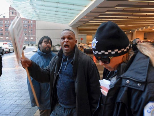 Protesters, angry over Chicago police shootings, try