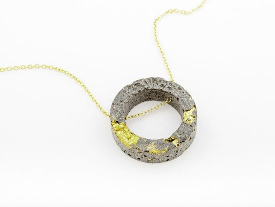 Necklace that Yama will carry when it opens.