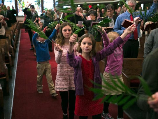 Children process in to the 11 o'clock service as Central