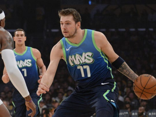 Mavericks forward Luka Doncic moves to the basket against the Lakers.