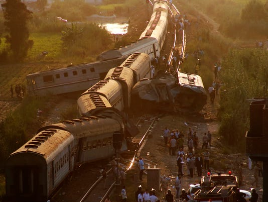 636380556506144323-AP-APTOPIX-Egypt-Train-Collision.JPG