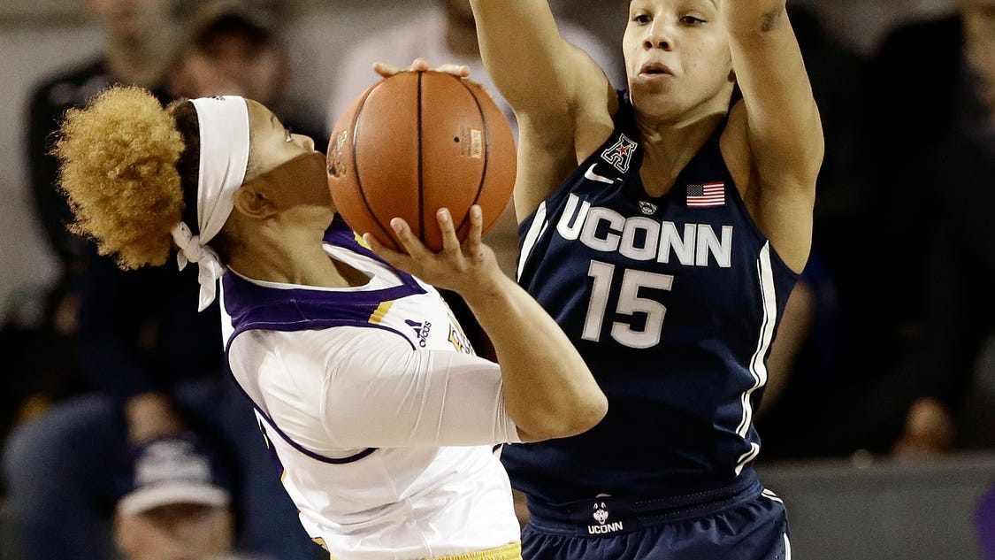 No 1 Uconn Women Rout Ecu 91 44 For 34th Straight Road Win