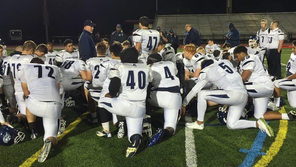 Chambersburg coach Mark Luther meets with his team