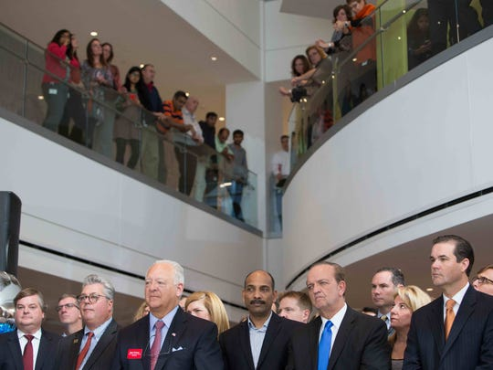JPMorgan Chase & Co. leaders and Gov. Jack Markell announce that the firm will add 1,800 Delaware jobs by 2019.