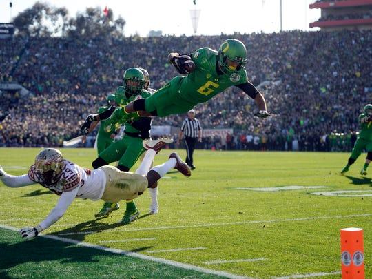 Oregon Ducks wide receiver Charles Nelson (6) jumps over Florida State Seminoles defensive back Nate Andrews (29) in the 2015 Rose Bowl college football game at Rose Bowl.