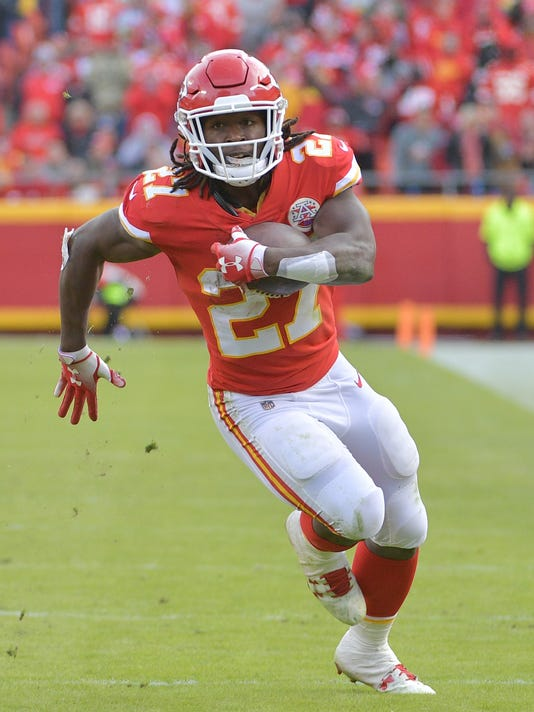 Should the Texans look into signing ex-Chiefs RB Kareem Hunt?