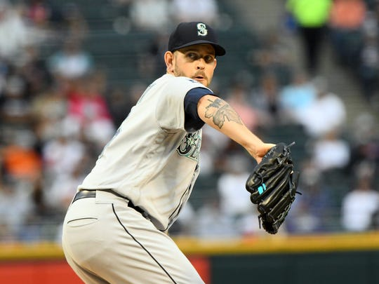 Seattle Mariners starting pitcher James Paxton makes a pitch against the Chicago White Sox during the first inning at Guaranteed Rate Field.