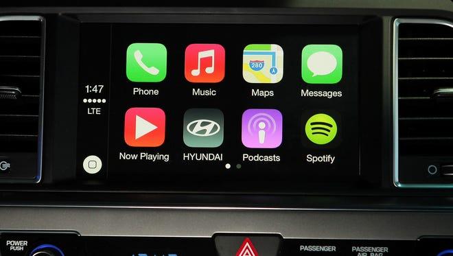 Hyundai will bring Apple CarPlay functionality to the 2015-2016 Hyundai Sonata.
