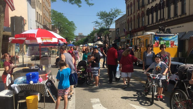 More than 2,000 attendees regularly attend the Downtown Fond du Lac Farmers Market on Saturdays.