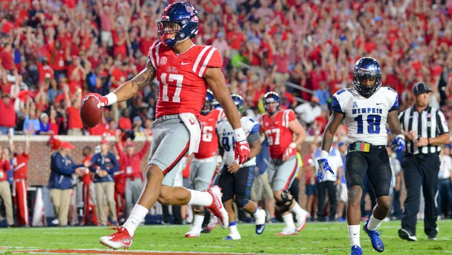 Ole Miss tight en Evan Engram and his teammates will face Georgia Southern at 11 a.m. on Nov. 5.