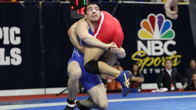 Former Iowa star Brent Metcalf wrestled Saturday night for a freestyle title at the U.S. Open in Las Vegas.