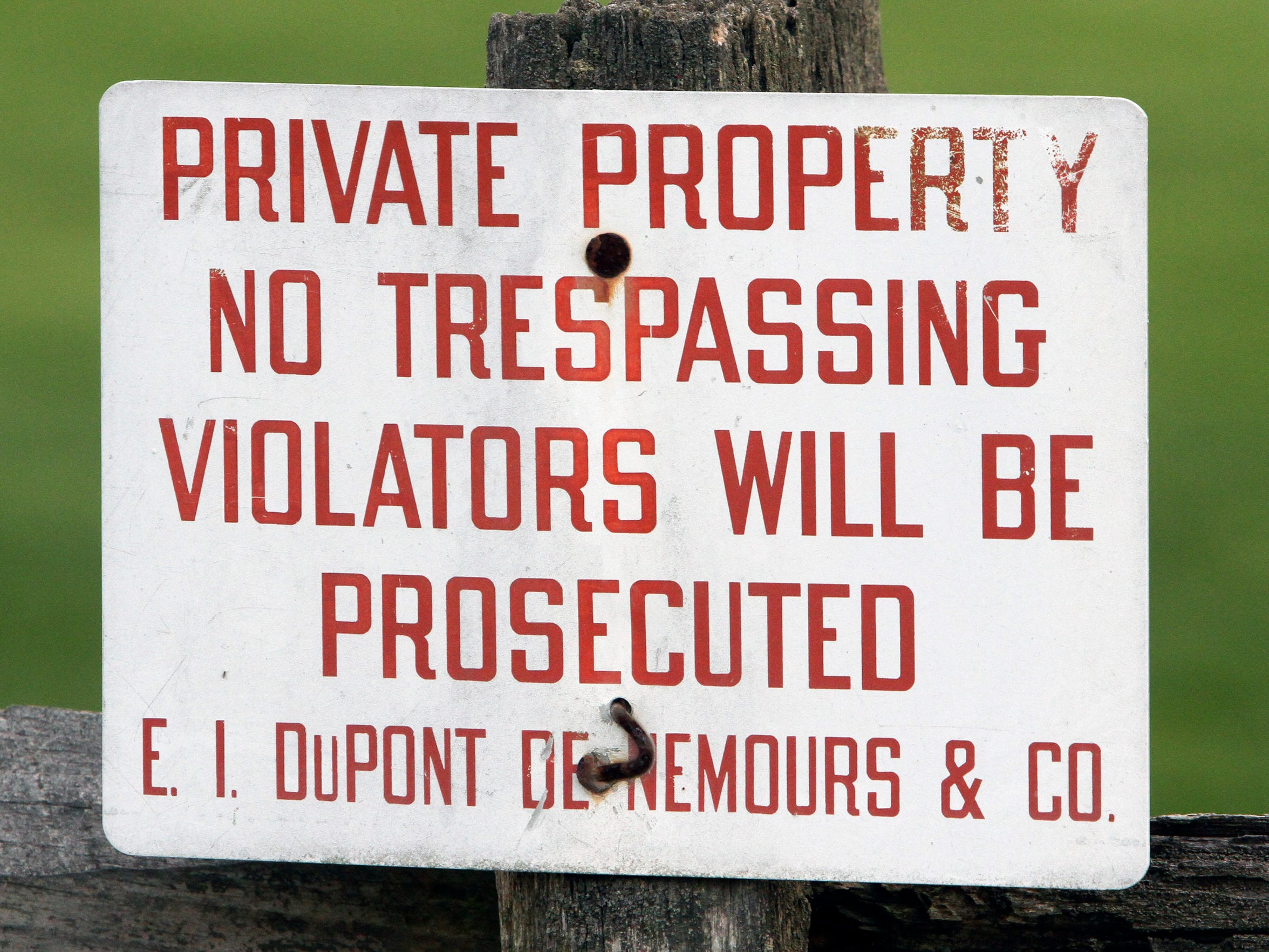 A sign at DuPont Country Club references the DuPont