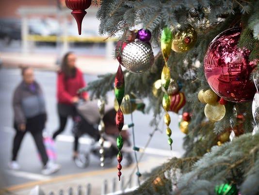 1- LDN-MKD-123015-Christmas Tree