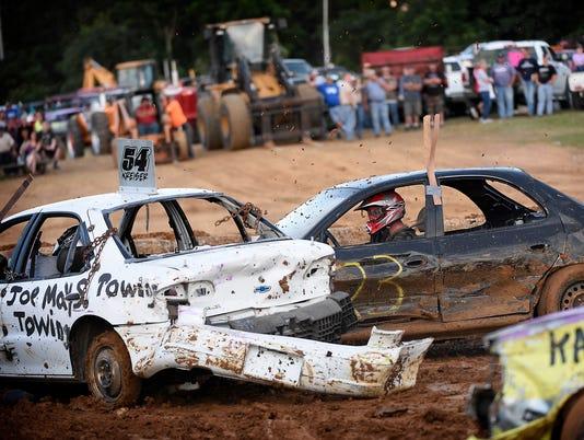 ldn-mkd-072917-demolition derby fair-