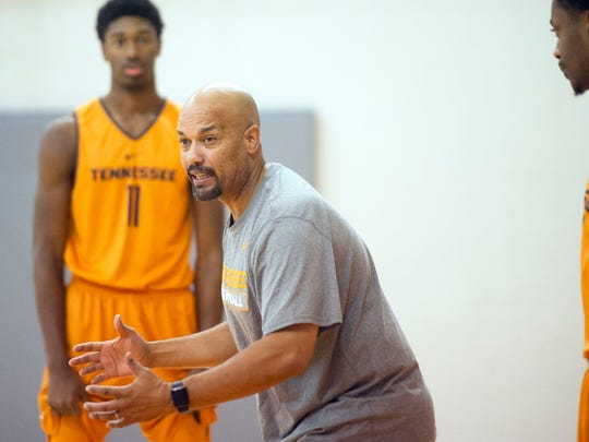 University of Tennessee men's basketball Associate Head Coach Rob Lanier walks players through a drill during basketball practice in Pratt Pavilion on Wednesday, Oct. 12, 2016. (CAITIE MCMEKIN/NEWS SENTINEL)