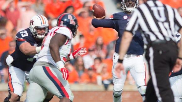 Auburn Tigers quarterback Jeremy Johnson (6) throws