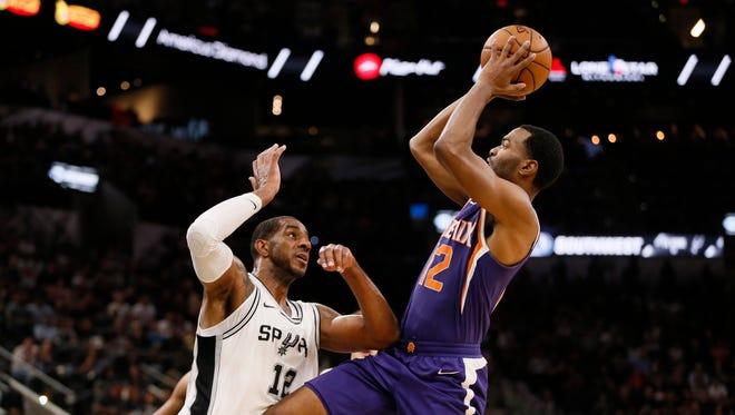 Nov 5, 2017: Phoenix Suns  small forward TJ Warren (12) shoots the ball as San Antonio Spurs power forward LaMarcus Aldridge (12) defends during the first half at AT&T Center.