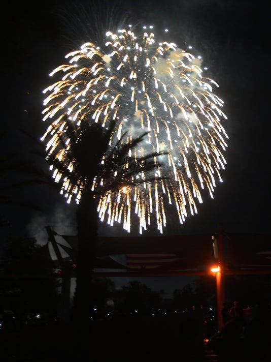 636032757129371649-Fireworks5141.JPG