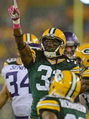 Packers cornerback Davon House points to the sky in