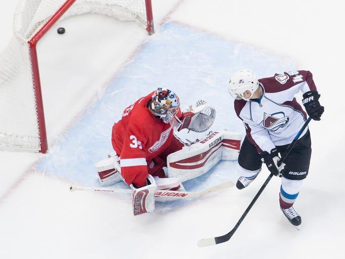 Colorado center Daniel Briere scores a goal on Detroit